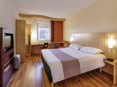 standard bedroom 1 - hotel ibis stuttgart airport messe - stuttgart, germany