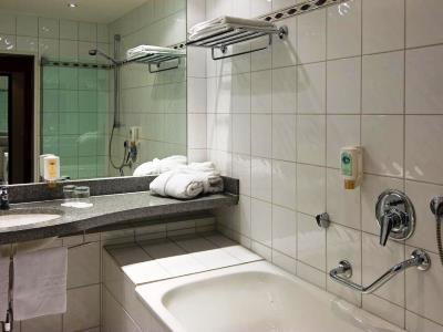bathroom - hotel mercure trier porta nigra - trier, germany