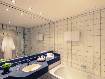 bathroom 1 - hotel mercure trier porta nigra - trier, germany