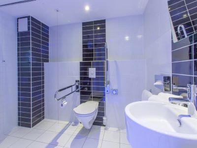 bathroom - hotel holiday inn express neukirchen - neunkirchen, germany