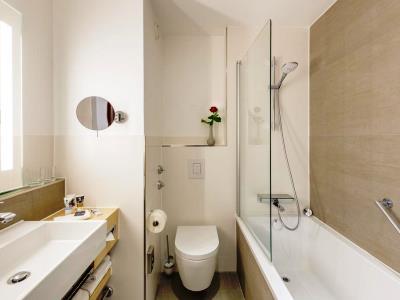 bathroom 1 - hotel mercure erfurt altstadt - erfurt, germany