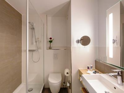 bathroom - hotel mercure erfurt altstadt - erfurt, germany