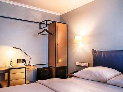 bedroom 1 - hotel dorint kongresshotel chemnitz - chemnitz, germany