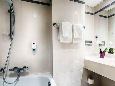 bathroom - hotel dorint kongresshotel chemnitz - chemnitz, germany