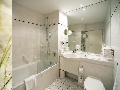 bathroom - hotel holiday inn munich unterhaching - unterhaching, germany