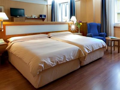 bedroom - hotel senator gran via 70 spa - madrid, spain