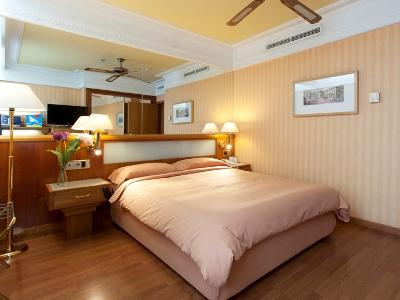 bedroom 2 - hotel senator gran via 70 spa - madrid, spain