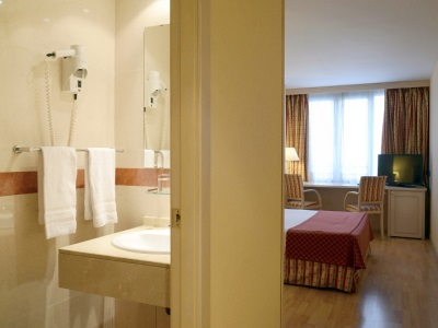 bedroom 1 - hotel senator castellana - madrid, spain