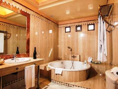 bathroom - hotel abades guadix - guadix, spain