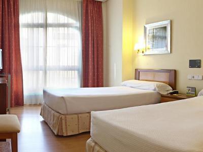 bedroom - hotel tres luces - vigo, spain