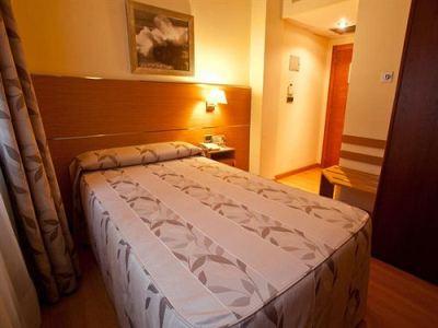 bedroom 2 - hotel tres luces - vigo, spain