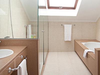 junior suite 1 - hotel tres luces - vigo, spain