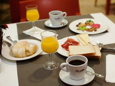 breakfast room - hotel tres luces - vigo, spain
