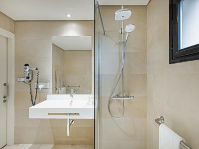 bathroom - hotel nh ciudad de cuenca - cuenca, spain