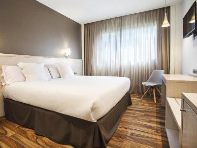 bedroom - hotel tactica - paterna, spain