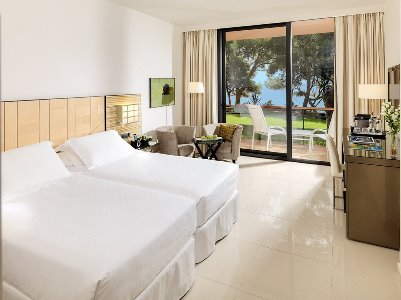 bedroom - hotel h10 punta negra - portals nous, spain