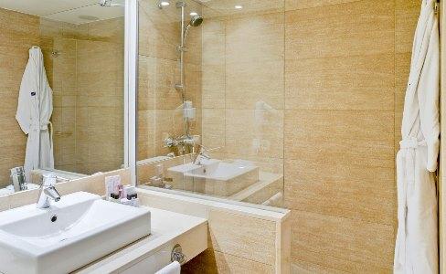 bathroom - hotel h10 punta negra - portals nous, spain