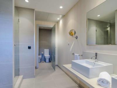 bathroom 1 - hotel mossaic los alcazares - los alcazares, spain