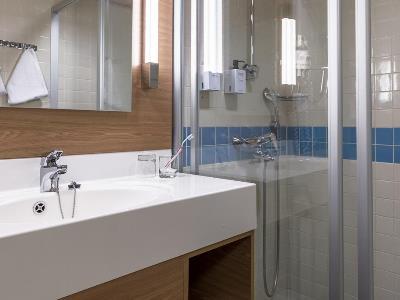 bathroom - hotel scandic grand marina - helsinki, finland