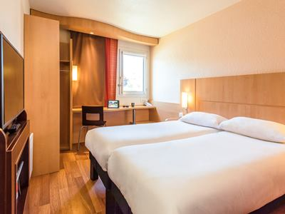 bedroom 2 - hotel ibis chateau-thierry - essomes sur marne, france