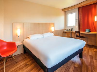 bedroom 1 - hotel ibis chateau-thierry - essomes sur marne, france