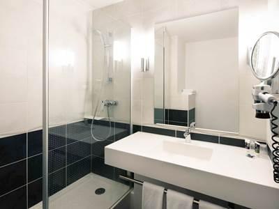 bathroom - hotel mercure charpennes - lyon, france