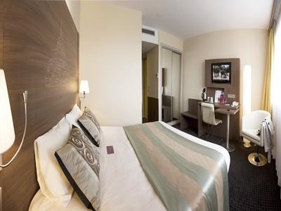 standard bedroom - hotel mercure mont st michel - mont st michel, france