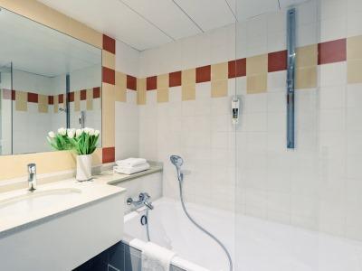 bathroom 1 - hotel mercure centre notre dame - nice, france