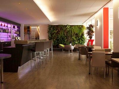 bar - hotel novotel reims tinqueux - reims, france