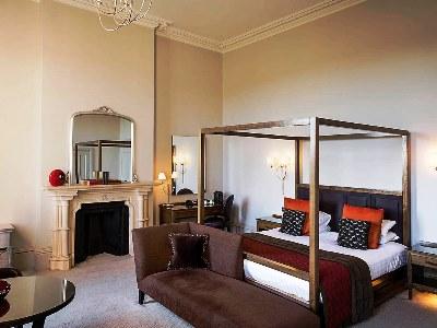 bedroom 2 - hotel mercure warks walton hall - walton-warwickshire, united kingdom