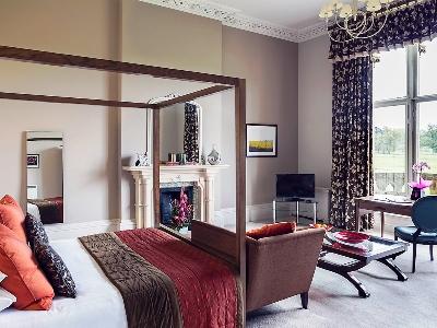 bedroom 3 - hotel mercure warks walton hall - walton-warwickshire, united kingdom