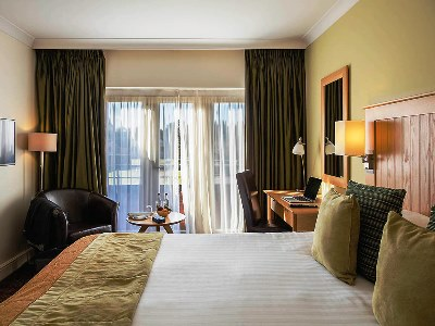 bedroom 4 - hotel mercure warks walton hall - walton-warwickshire, united kingdom