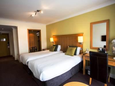 bedroom 5 - hotel mercure warks walton hall - walton-warwickshire, united kingdom