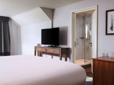 bedroom 3 - hotel doubletree by hilton oxford belfry - thame, united kingdom