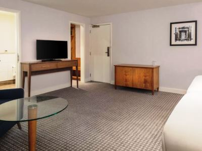bedroom 5 - hotel doubletree by hilton oxford belfry - thame, united kingdom