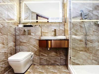 bathroom 1 - hotel ramada birmingham solihull - birmingham, united kingdom