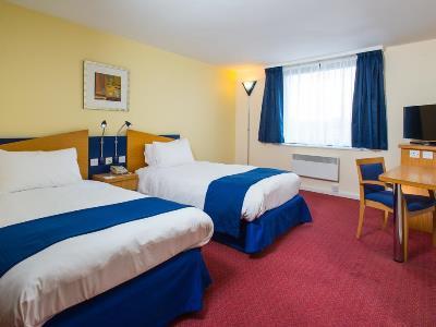bedroom 3 - hotel holiday inn express bradford city ctr - bradford, united kingdom