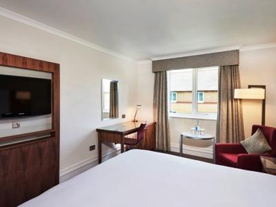 bedroom 1 - hotel doubletree by hilton bristol north - bristol, united kingdom