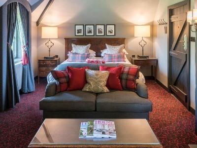 bedroom 1 - hotel lygon arms - broadway, united kingdom