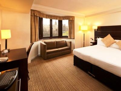 bedroom - hotel mercure edinburgh princes street - edinburgh, united kingdom