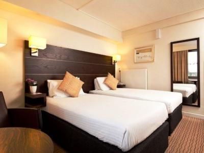 bedroom 2 - hotel mercure edinburgh princes street - edinburgh, united kingdom
