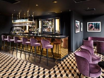 bar - hotel mercure edinburgh princes street - edinburgh, united kingdom