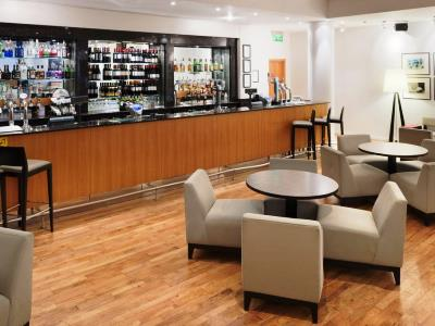 bar - hotel holiday inn edinburgh - edinburgh, united kingdom