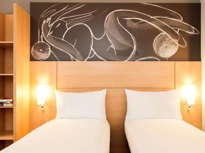 bedroom 6 - hotel ibis centre south bridge - edinburgh, united kingdom