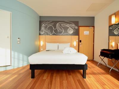 bedroom 3 - hotel ibis centre south bridge - edinburgh, united kingdom