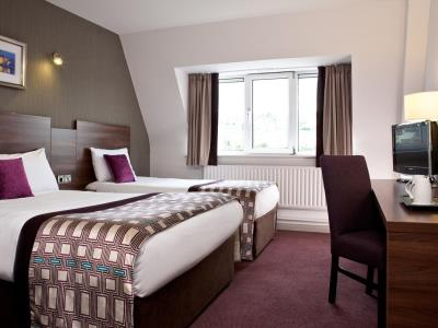 bedroom 1 - hotel jurys inn glasgow - glasgow, united kingdom