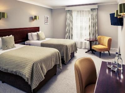 bedroom 2 - hotel mercure gloucester bowden hall - gloucester, united kingdom