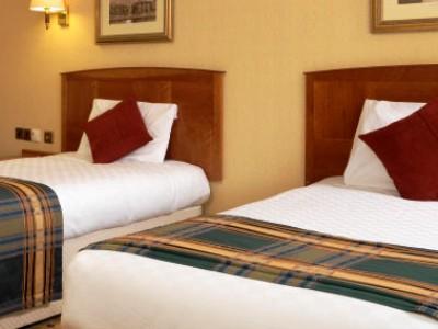 bedroom 1 - hotel jurys inn inverness - inverness, united kingdom