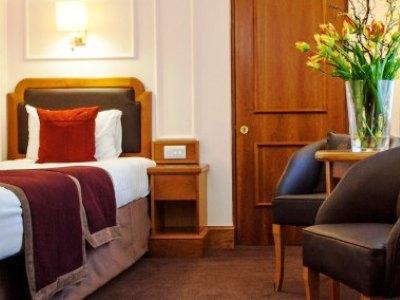bedroom 3 - hotel jurys inn inverness - inverness, united kingdom
