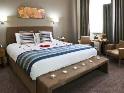 bedroom 1 - hotel met - leeds, united kingdom